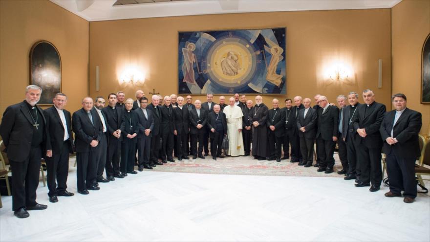 34 obispos chilenos ofrecen dimisión masiva por escándalo sexual