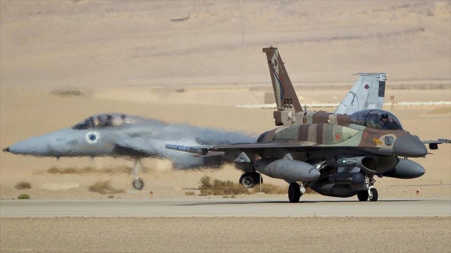 Un caza F-16I de la fuerza aérea israelí se prepara para despegar de un aeródromo militar.