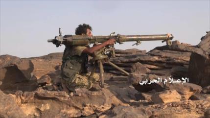 Vídeo: Ejército yemení toma puesto militar saudí e incauta armas