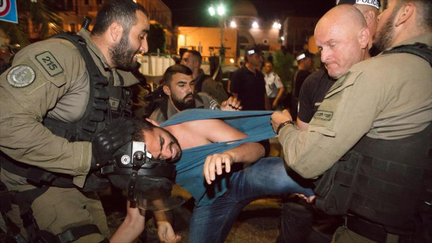 Militares israelíes le rompen la pierna a un activista bajo custodia