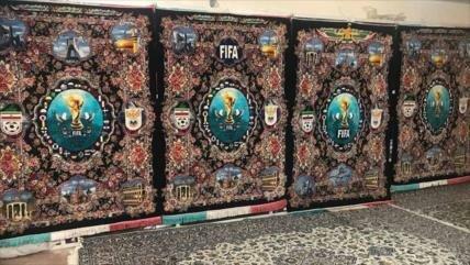 Irán expone alfombras especiales tejidas para Mundial 2018