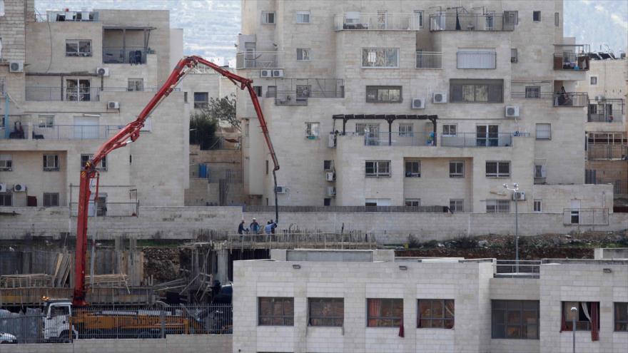 Asentamientos ilegales del régimen de Israel en la ciudad cisjordana de Beitar Illit, 14 de febrero de 2018.