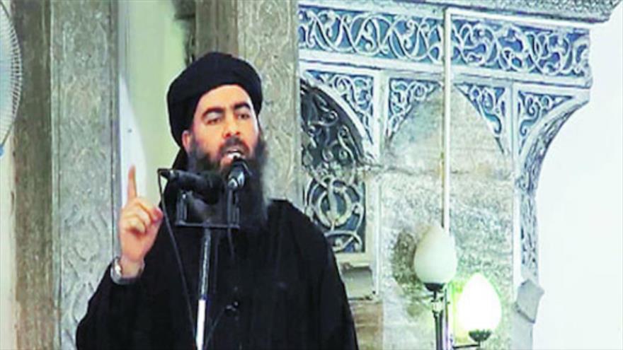 El líder del EIIL, Ibrahim al-Samarrai, habla en una mezquita en Mosul, Irak, donde declaró el autoproclamato califato en 2014.