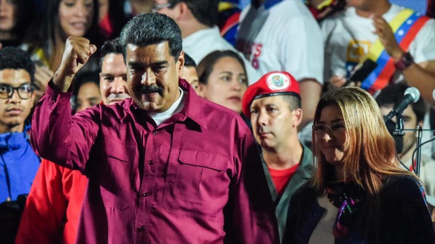 El presidente de Venezuela, Nicolás Maduro, celebra ante sus partidarios su victoria en las elecciones presidenciales en Caracas, 20 de mayo de 2018.