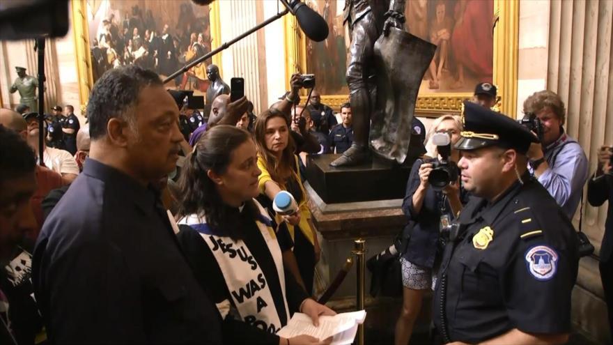 Arrestan a Jessy Jackson y 58 activistas en pleno Capitolio