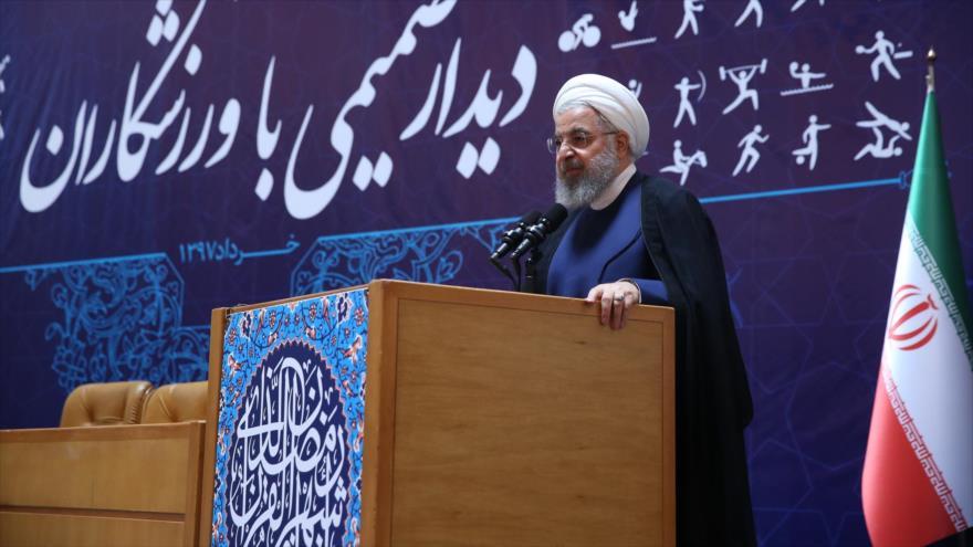El presidente de Irán, Hasan Rohani, en un encuentro con los deportistas iraníes, Teherán, 22 de mayo de 2018.