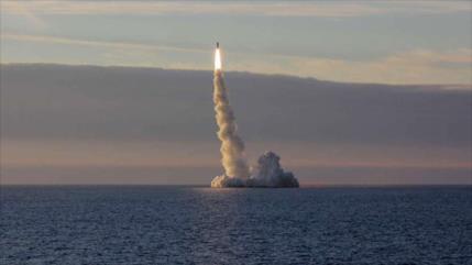 Rusia lanza con éxito 4 misiles nucleares desde un submarino