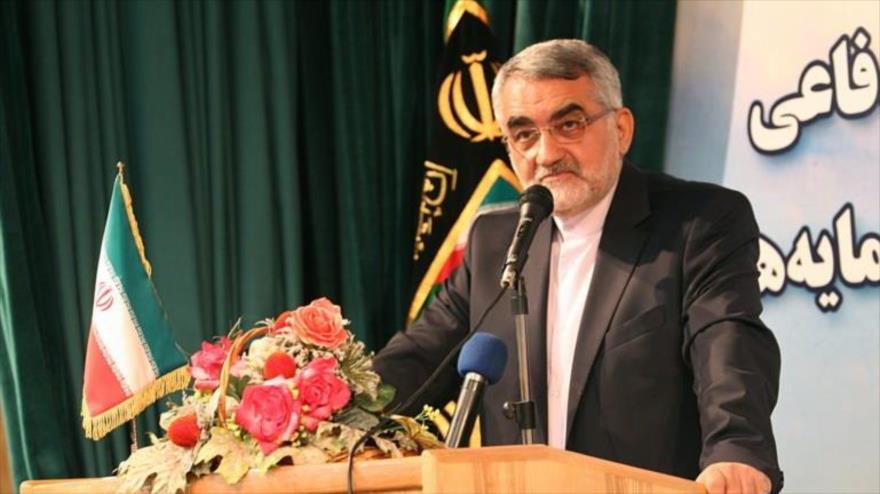 El presidente de la Comisión de Seguridad Nacional y Política Exterior del Parlamento iraní (Mayles), Alaeddin Boruyerdi, habla en un acto en Teherán, capital.