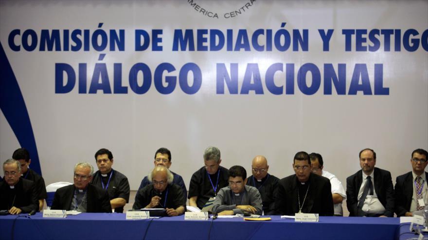 Los representantes de la oposición y el Gobierno de Nicaragua en una reunión del 'Diálogo nacional', en Managua (capital), 21 de mayo de 2018.