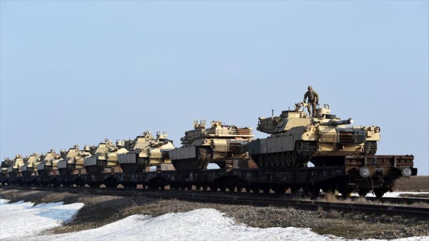Tanques M1 Abrams del Ejército de EE.UU. desplegados en una base militar en Romanía, 14 de febrero de 2017.
