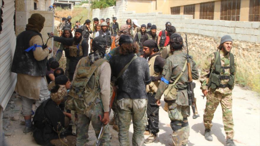 Integrantes del grupo terrorista Ahrar Al-Sham, apoyado por Turquía, en Idlib, noroeste de Siria.