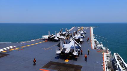 Vídeo: cazas chinos cumplen ensayos nocturnos en portaviones