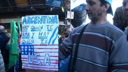 Argentinos convierten fecha patria en protesta contra el FMI