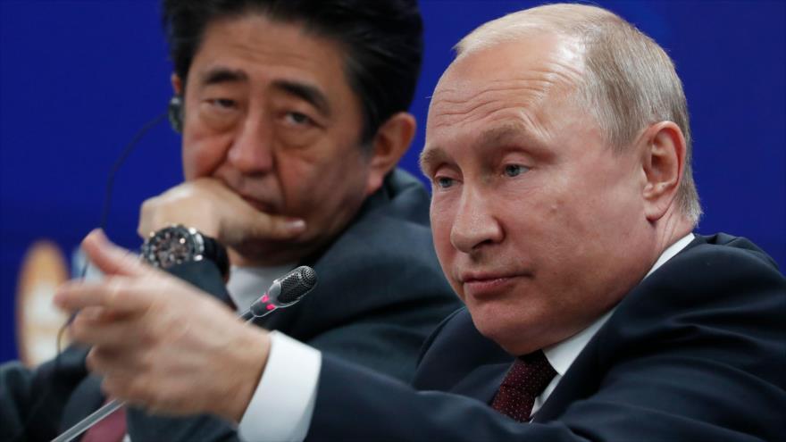 El presidente de Rusia, Vladimir Putin, habla en una sesión del Foro Económico Internacional de San Petersburgo, 25 de mayo de 2018.