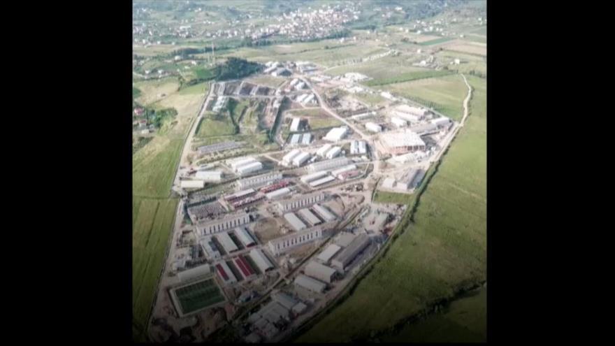 ¿Quién financia la base militar de terroristas de MKO en Albania?