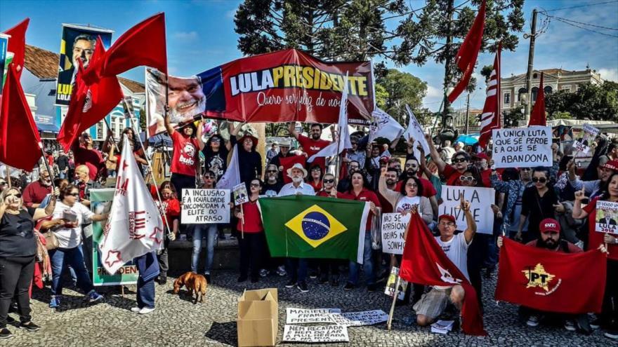 Marchan en apoyo a candidatura de Lula Da Silva en 70 ciudades