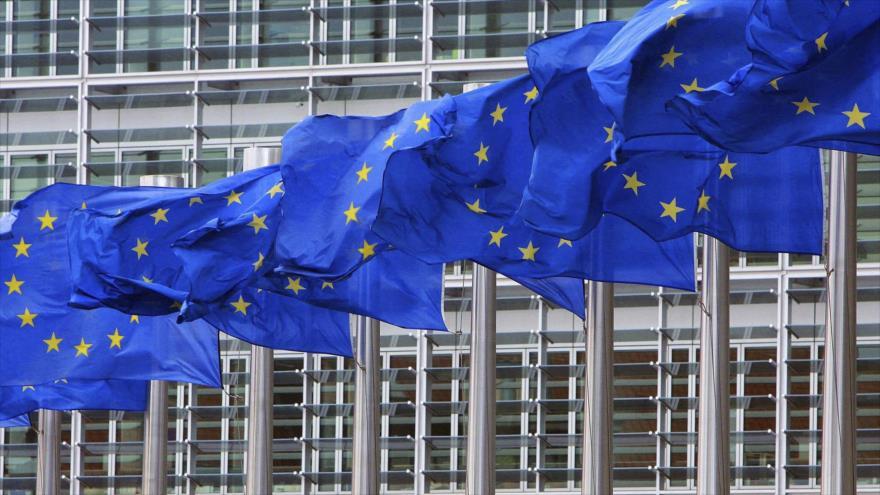 Banderas de la Unión Europea ondean frente del edificio del bloque comunitario en Bruselas, Bélgica.