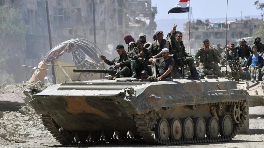 Efectivos del Ejército sirio patrullan Guta Oriental.