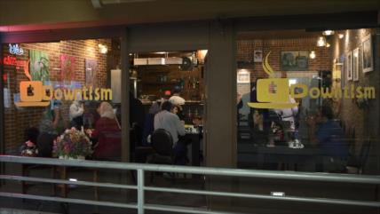 Cafetería Downtism en Teherán ofrece más que una taza de café