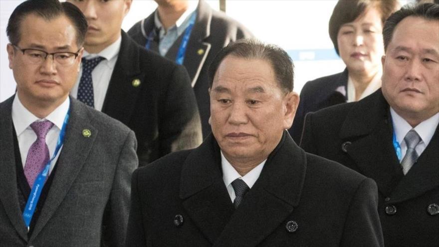 El general Kim YongChol, vicepresidente del Comité Central del partido único norcoreano (centro).