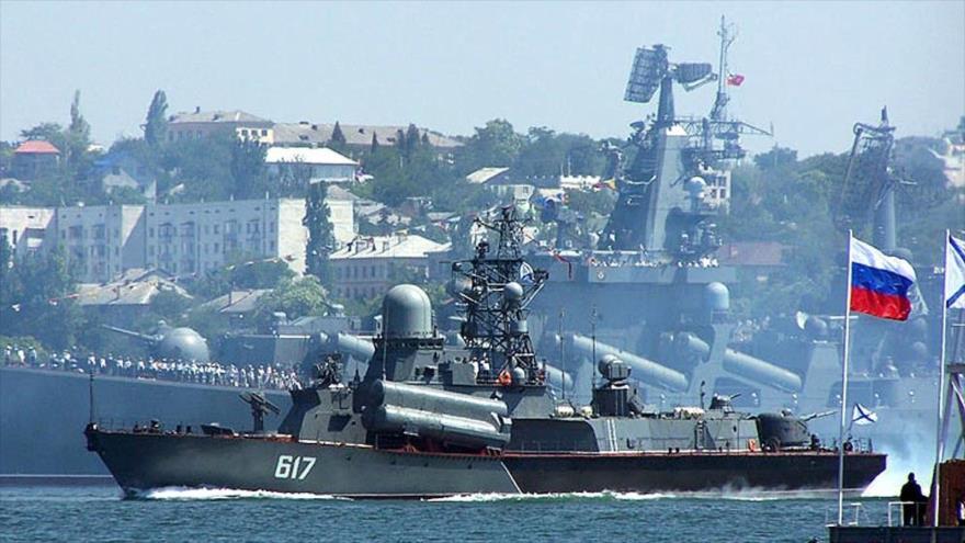 La Flota del Mar Negro de Rusia durante una ceremonia militar.