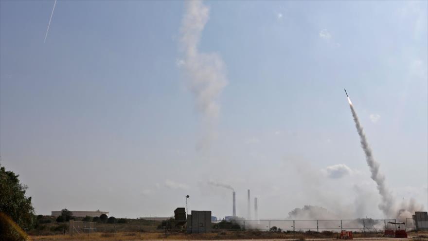 El sistema Cúpula de Hierro de Israel lanza un misil para derribar los misiles supuestamente lanzados desde la Franja de Gaza, 29 de mayo de 2018.
