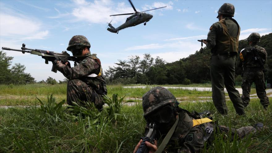 Soldados surcoreanos participan en un simulacro militar como parte del ejercicio conjunto Ulchi Freedom Guardian en Yongin, Corea del Sur, 29 de agosto de 2017.