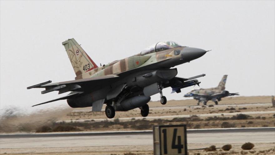 Un caza F-16I israelí despega de un aeródromo militar en los territorios palestinos ocupados.
