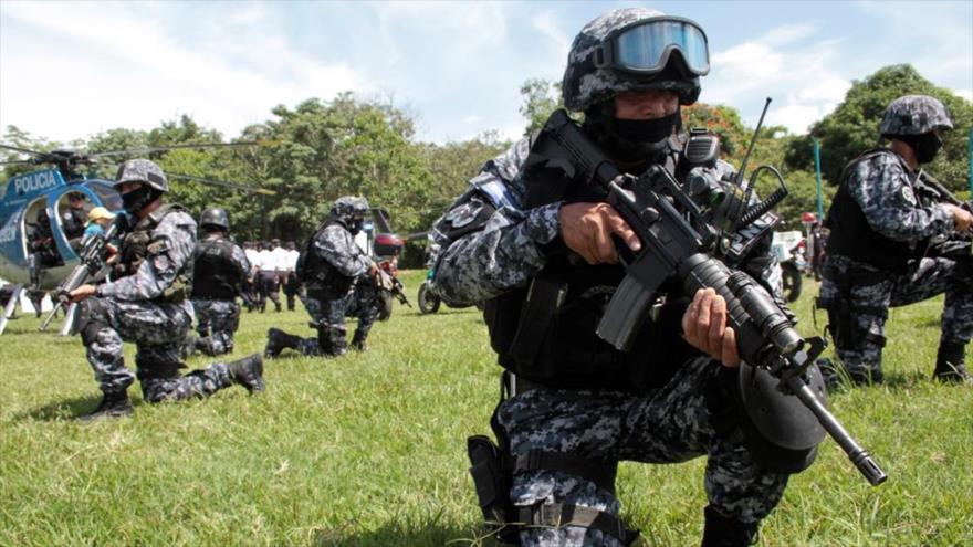 Agentes del extinto Grupo de Reacción policial (GRP) de la Policía Nacional Civil (PNC) de El Salvador.