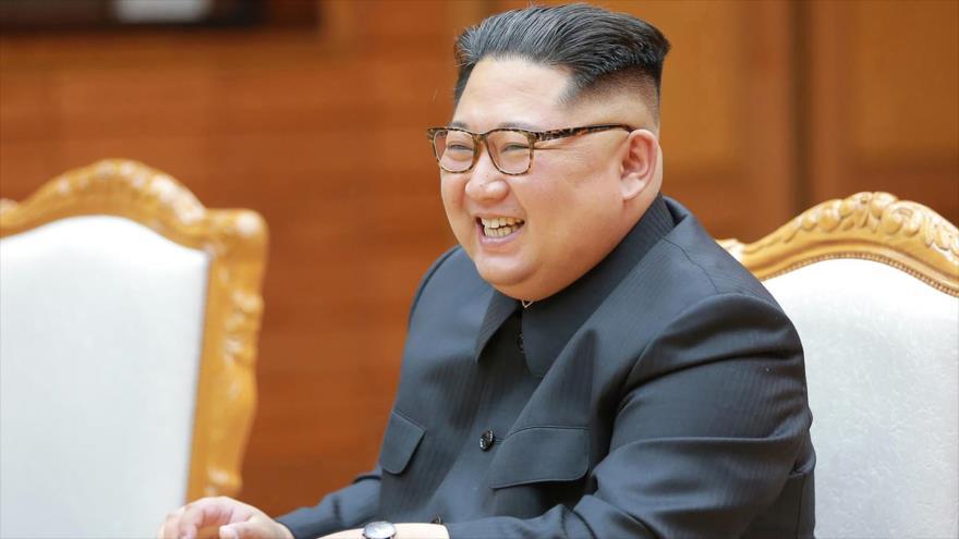 El líder norcoreano, Kim Jong-un, asiste a una reunión en la localidad fronteriza de Panmunjom, 26 de mayo de 2018.