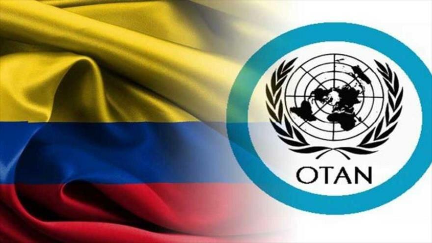 La bandera de Colombia y el logotipo de la OTAN.