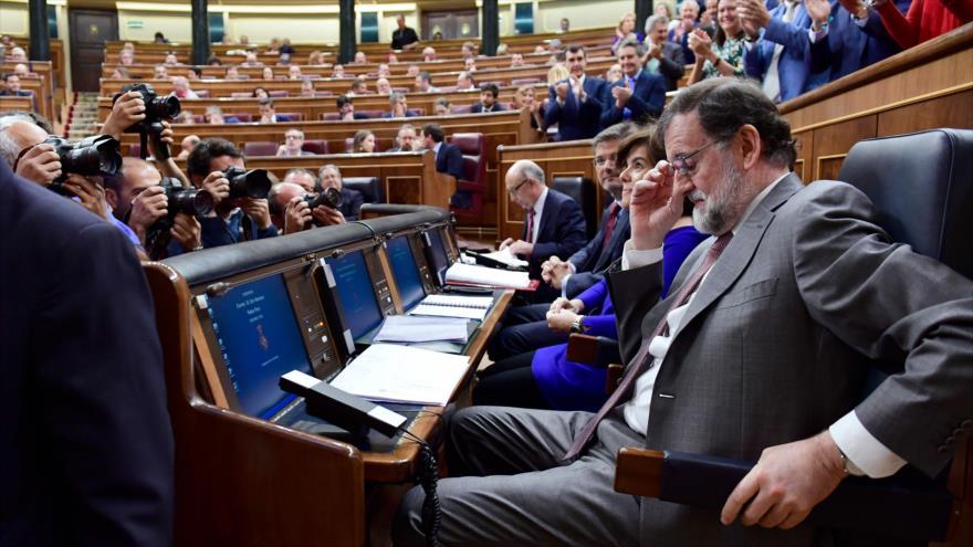 El presidente del Gobierno español, Mariano Rajoy, asiste a una sesión en la Cámara Baja del Parlamento en Madrid, 30 de mayo de 2018.