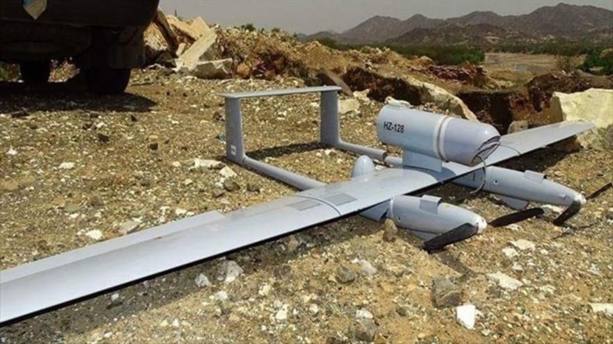 Un supuesto dron (avión no tripulado) saudí derribado en Yemen.