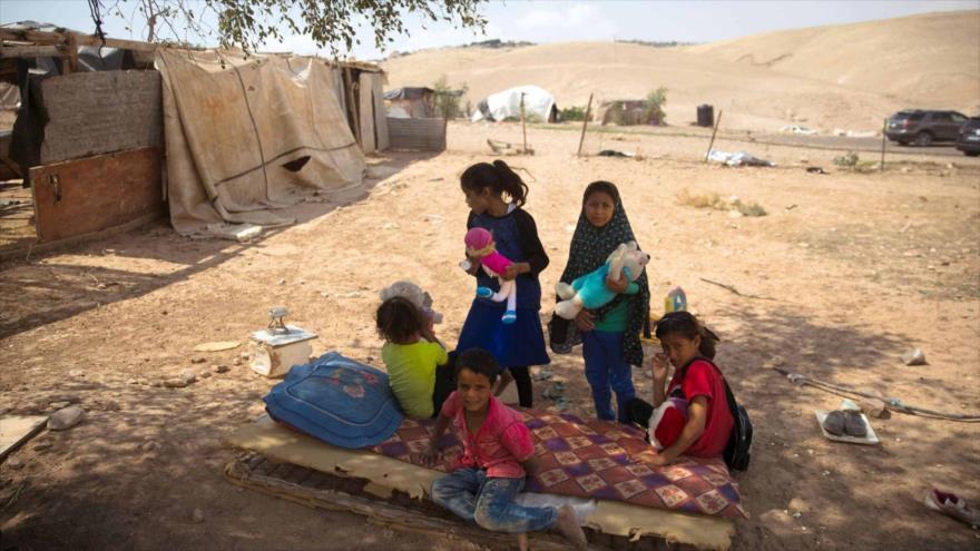 Niños palestinos de una comunidad beduina en el sur de territorios ocupados.