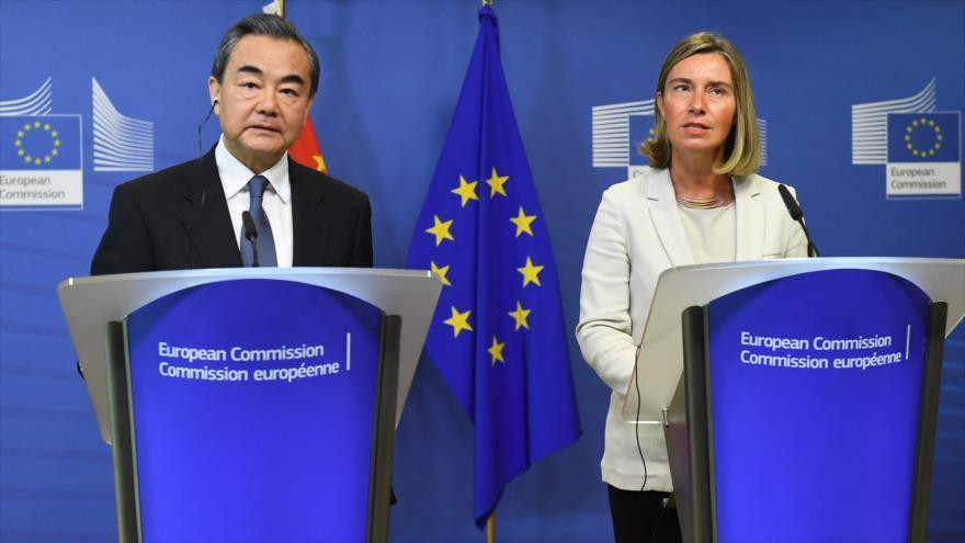 Jefa de Diplomacia europea, Federica Mogherini, y el canciller chino, Wang Yi, en una rueda de prensa, 1 de junio de 2018.