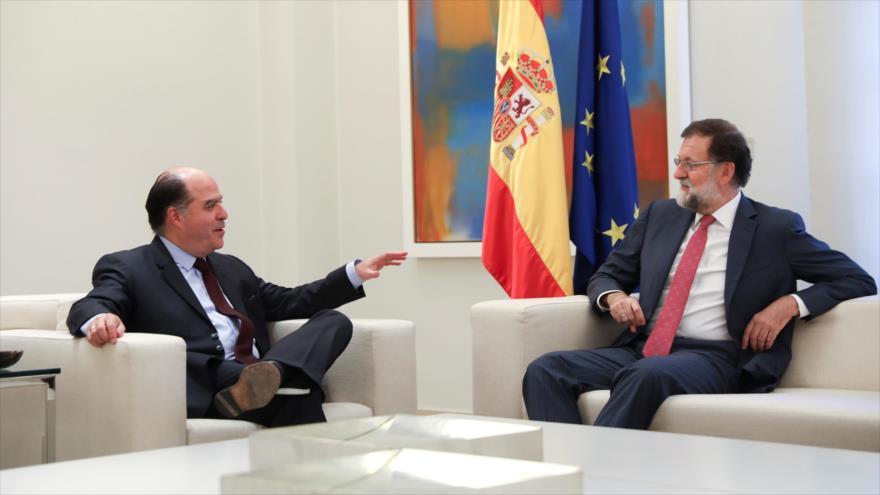 El expresidente del Gobierno español, Mariano Rajoy (dcha.) y presidente del Parlamento venezolano, el opositor Julio Borges, 5 de septiembre de 2017.