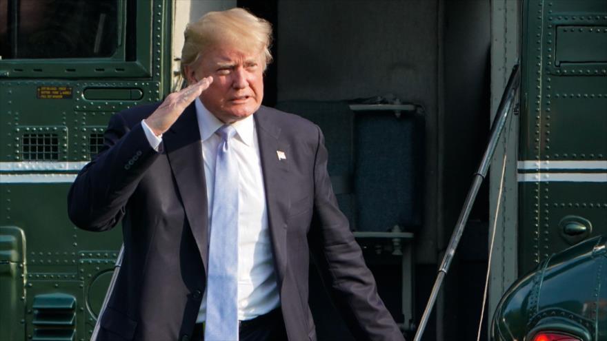 El presidente de EE.UU., Donald Trump, regresa a la Casa Blanca en Washington, 15 de enero de 2018.