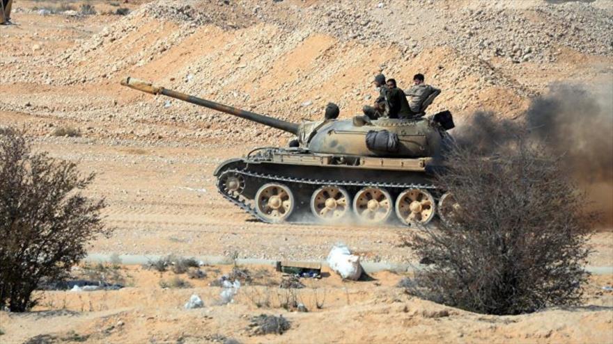 Un tanque del Ejército sirio en su avance contra los terroristas en el sur de Siria.