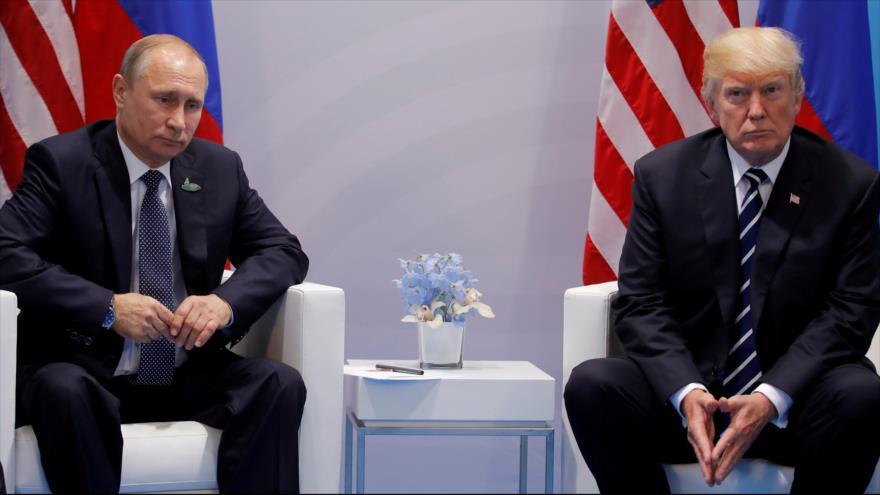 El presidente de EE.UU., Donald Trump (dcha.), y su par de Rusia, Vladimir Putin, se reúnen en el marco de la Cumbre del G20 en Hamburgo, Alemania.