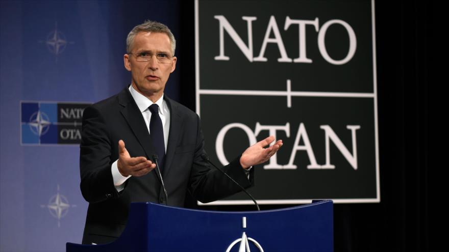 El secretario de la OTAN, Jens Stoltenberg, ofrece una rueda de prensa en la sede del bloque militar en Bruselas, Bélgica, 27 de abril de 2018.