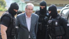 Cunha, condenado a 24 años de prisión en Brasil por corrupción