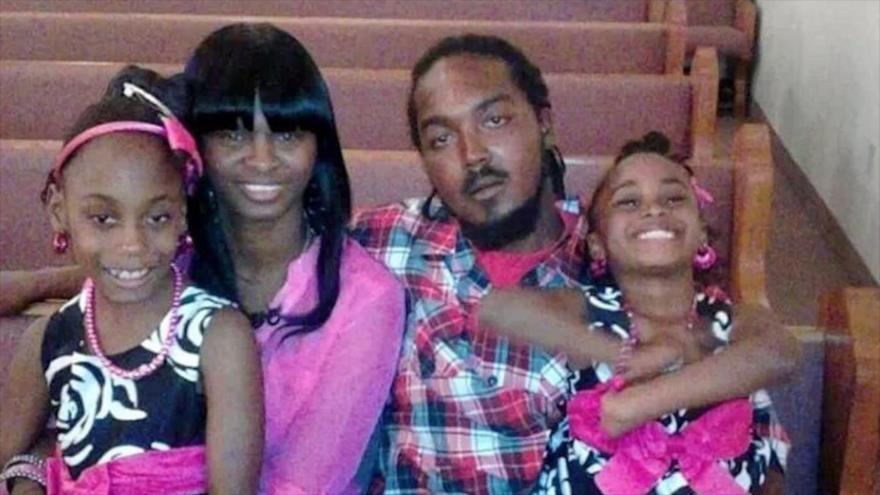¡4 dólares! para familia de un negro asesinado por la policía en EEUU