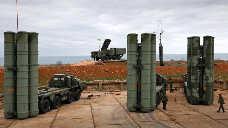 Sistemas de defensa aérea S-400 desplegados en el oeste de Rusia.