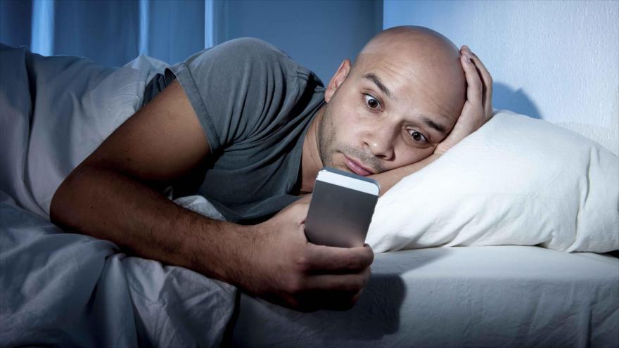 Los múltiples beneficios de no mirar el móvil antes de dormir   HISPANTV