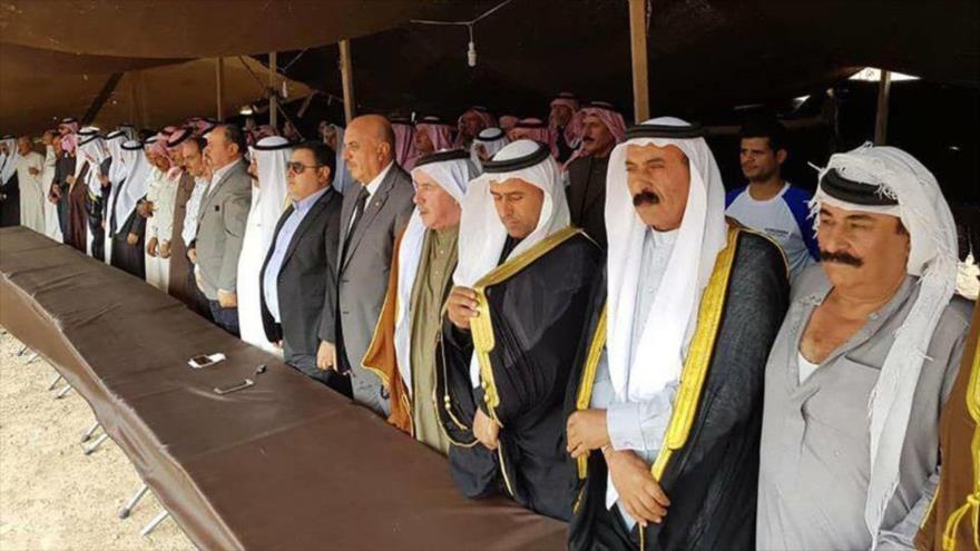 Representantes de las 70 tribus sirias reunidos en la ciudad de Deir Hafer, situada en el este de Alepo.