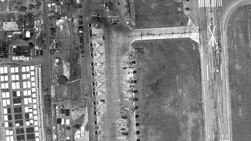 Imágenes satelitales muestran cazas de Rusia en la base aérea en Hmeimim, sita en la provincia siria de Latakia (noroeste), 26 de mayo de 2018.