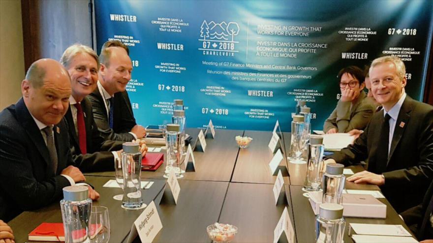 El ministro francés de Finanzas, Bruno Le Maire (1º dcha.), junto a los de Alemania y el Reino Unido (1º y 2º izda., respectivamente).