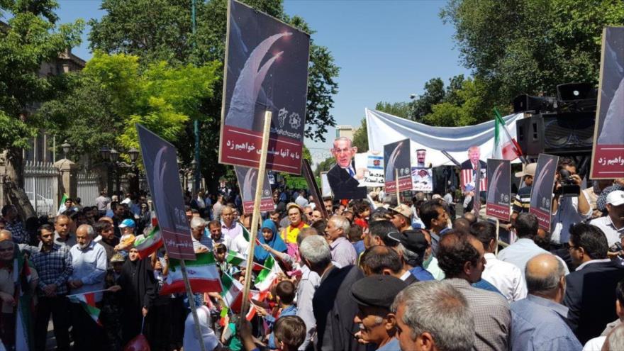 Ciudadanos iraníes participan en la marcha del Día Mundial de Al-Quds en Teherán, capital iraní.