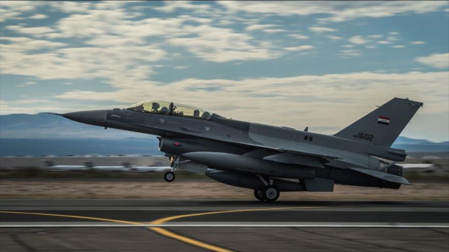 Aviación iraquí atraviesa la frontera y bombardea a Daesh en Siria