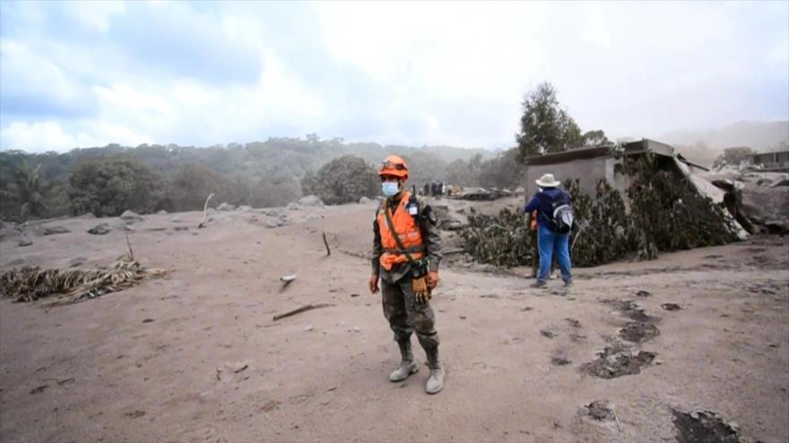 Gobierno guatemalteco, acusado de negligencia en tragedia de volcán